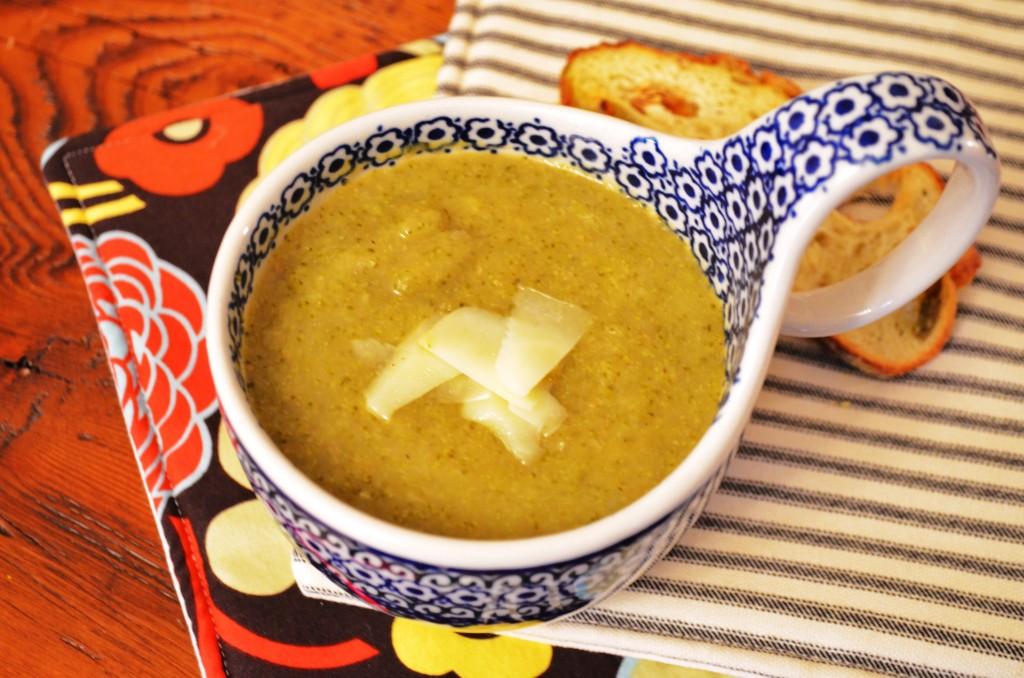 one pot wonder : broccoli leek soup