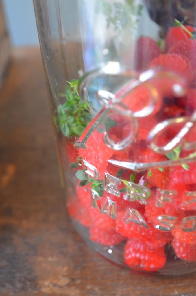 raspberry thyme vinegar